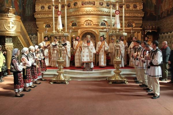 4 aprilie 2010: Vecernia specială din Duminica Sf. Paşti, la Catedrala din Galaţi