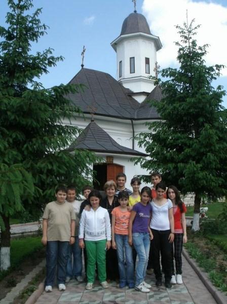 Pelerini la Mănăstirea Buciumeni