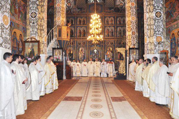 Slujba Sfintei Liturghii cu participarea tuturor preoţilor din Protoieria Galaţi