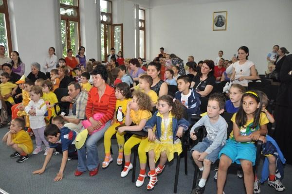 """Sărbătoarea Copilăriei la Aşezământul ,,Sf. Vasile"""" din Galaţi"""