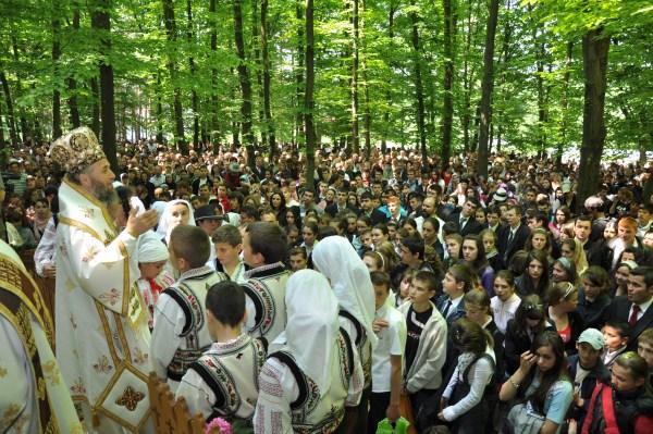Întâlnire duhovnicească a tinerilor liceeni la hramul Mănăstirii Buciumeni