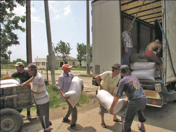 Mobilizare pentru cei nevoiaşi la Parohia Movileni, Protoieria Tecuci