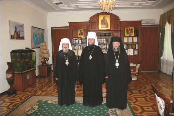 Înaltpreasfinţitul Mitropolit Petru al Basarabiei şi Înaltpreasfinţitul Arhiepiscop Casian, în vizită frăţească la Înaltpreasfinţitul Vladimir al Chişinăului şi Moldovei
