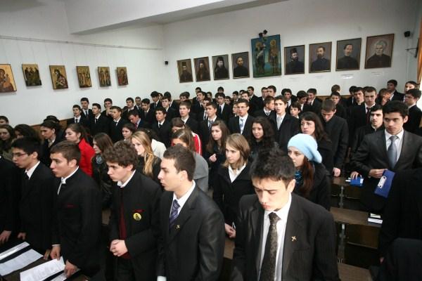 Participanţi la simpozion