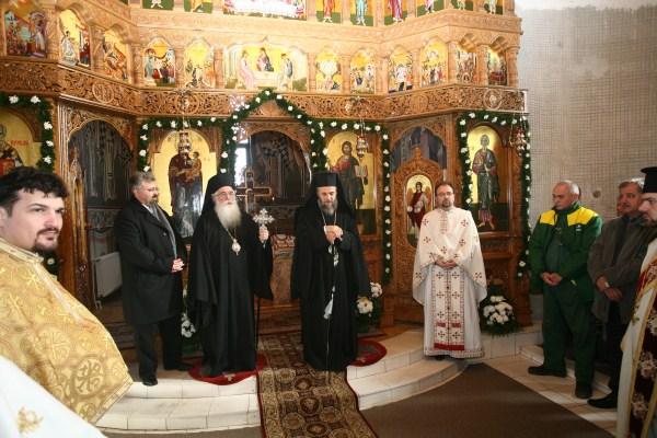 """Sfinţirea catapetesmei bisericii ,,Sf. Ap. Andrei"""" de pe platforma siderurigică"""
