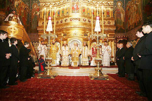 Aspect din timpul săvârşirii Sfintei Liturghii