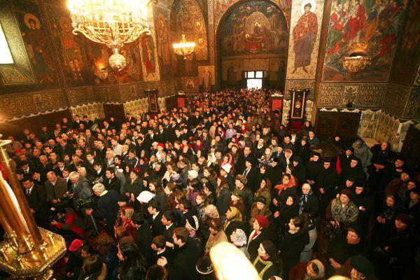Pelerini veniţi la sărbătoarea Sfântului Apostol Andrei de la Catedrala din Galaţi