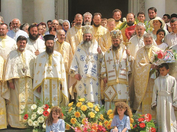 24 iulie 2005 - Preafericitul Părinte Patriarh Daniel în mijlocul slujitorilor de la Dunărea de Jos
