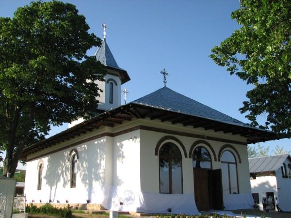 Biserica din Brătuleşti în ziua târnosirii