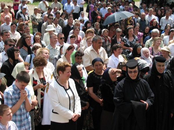 Credincioşi prezenţi la sărbătoare