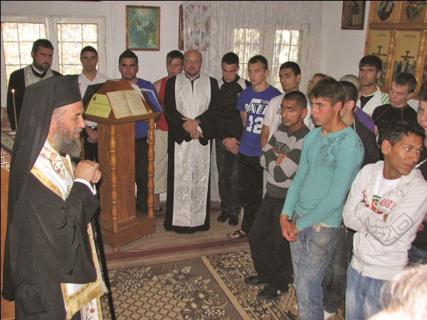 28 iunie 2011: Vizită chiriarhală la deţinuţii minori din Penitenciarul Tichileşti