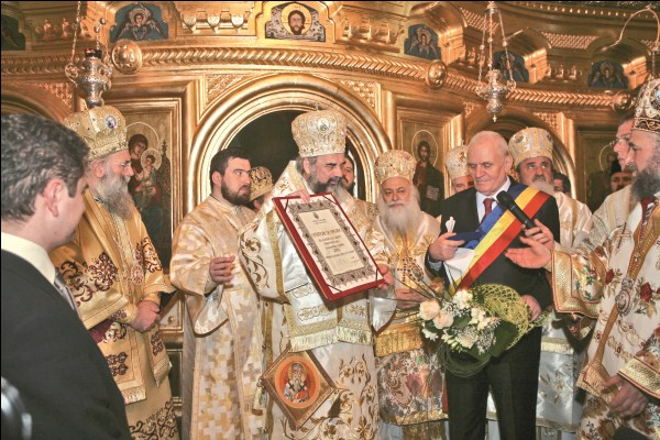 """3 mai 2009 - Municipalitatea oraşului Galaţi acordă Preafericitului Părinte Patriarh Daniel distincţia de ,,Cetăţean de onoare"""""""