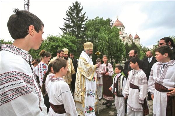 3 mai 2009 - Preafericitul Părinte Patriarh Daniel în mijlocul tinerilor creştini din judeţul Galaţi