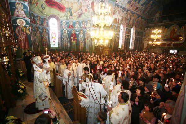 Bucuria credincioşilor la sfinţirea bisericii