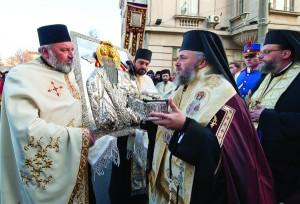 Înaltpreasfinţitul Părinte Arhiepiscop Casian întâmpinând moaştele Sfântului Spiridon