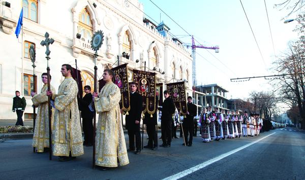 Procesiune către Catedrala Arhiepiscopală