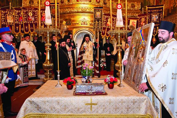 """Moaştele Sfântului Spiridon alături de Icoana sa făcătoare de minuni a la biserica ,,Sf. Spiridon"""" din Galaţi"""