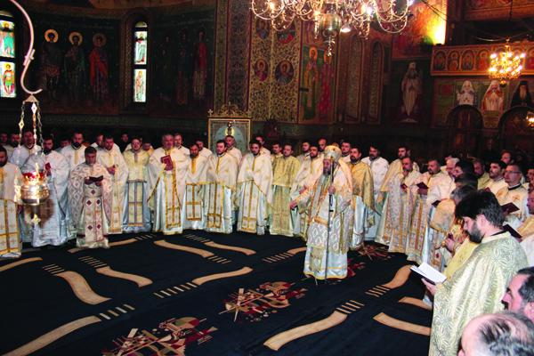 Arhiepiscopul Dunării de Jos alături de  în mijlocul preoţilor din Protoieriile Tecuci şi Nicoreşti