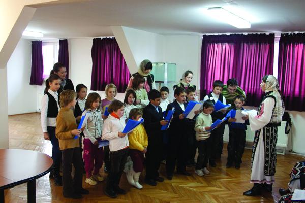 Tineri ASCOR pregătind colindele de Crăciun