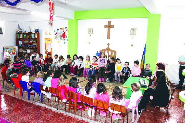 """Serbare de Sfântul Nicolae la Grădiniţa ,,Familia"""" din Brăila"""