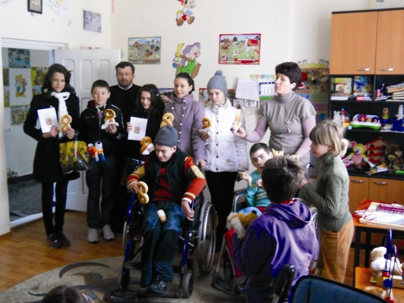 Vizită la copiii cu dizabilităţi