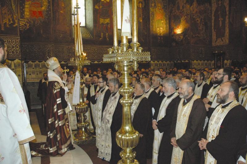 17 mai 2012: Înaltpreasfinţitul Părinte Arhiepiscop Casian al Dunării de Jos împreună cu soborul slujitorilor din eparhie