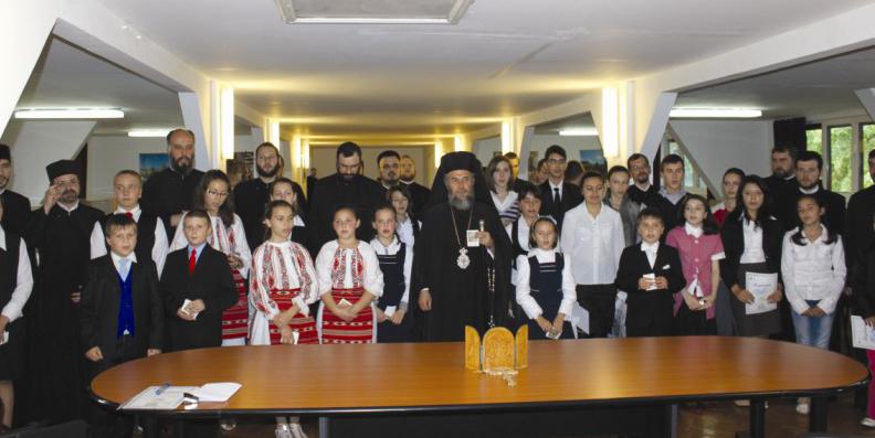 """Ierarhul Dunării de Jos în mijlocul tinerilor premianţi ai concursului ,,Alege Şcoala!"""""""
