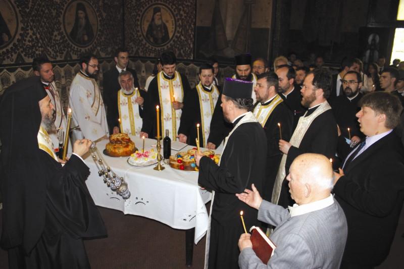 Parastas pentru Episcopul Melchisedec Ştefănescu
