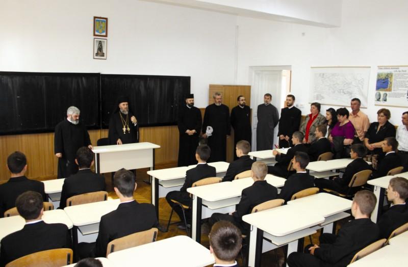 Ierarhul Dunării de Jos în mijlocul tinerilor seminarişti