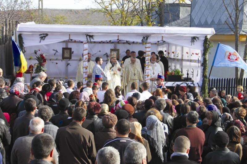 Sfânta Liturghie după sfinţirea bisericii