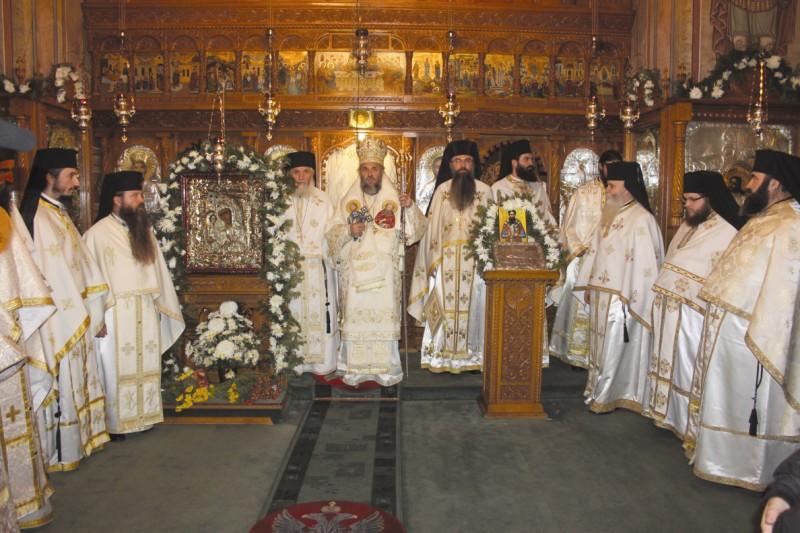 Sfânta Liturghie arhierească după slujba de sfinţire a bisericii