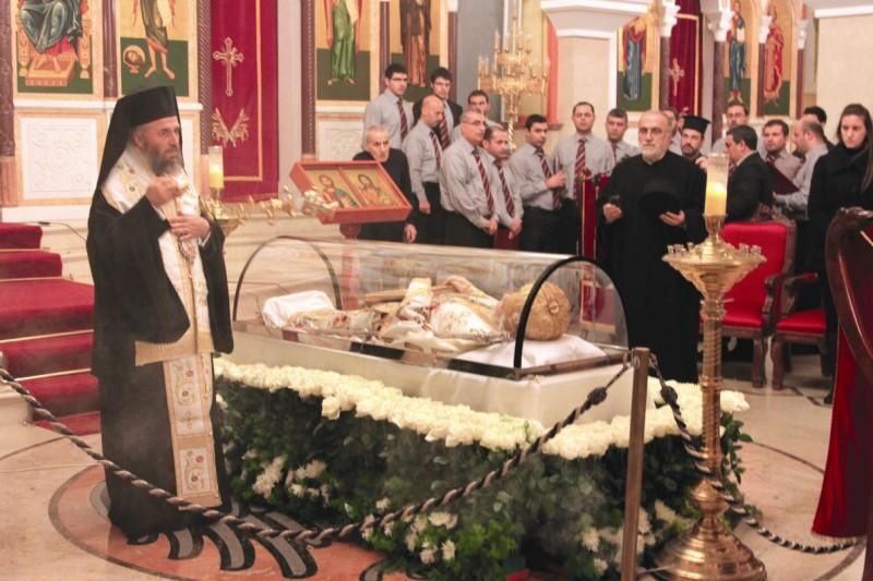Înaltpreasfinţitul Părinte Casian al Dunării de Jos săvârşind slujba de pomenire a Patriarhului Ignatie al IV-lea