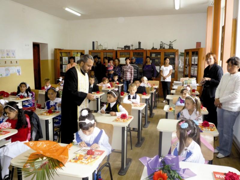 Începutul anului şcolar la Berteştii de Jos, judeţul Brăila