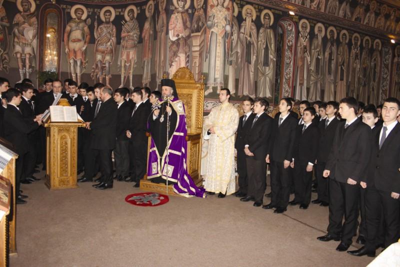 Slujba Privegherii la sărbătoarea Sfinţilor Trei Ierarhi, în capela Seminarului Teologic din Galaţi
