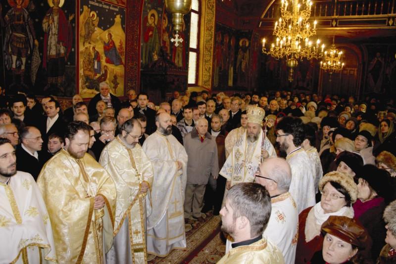 """Sfânta Liturghie arhierească, la hramul bisericii ,,Sf. Trei Ierarhi"""" din Galaţi"""