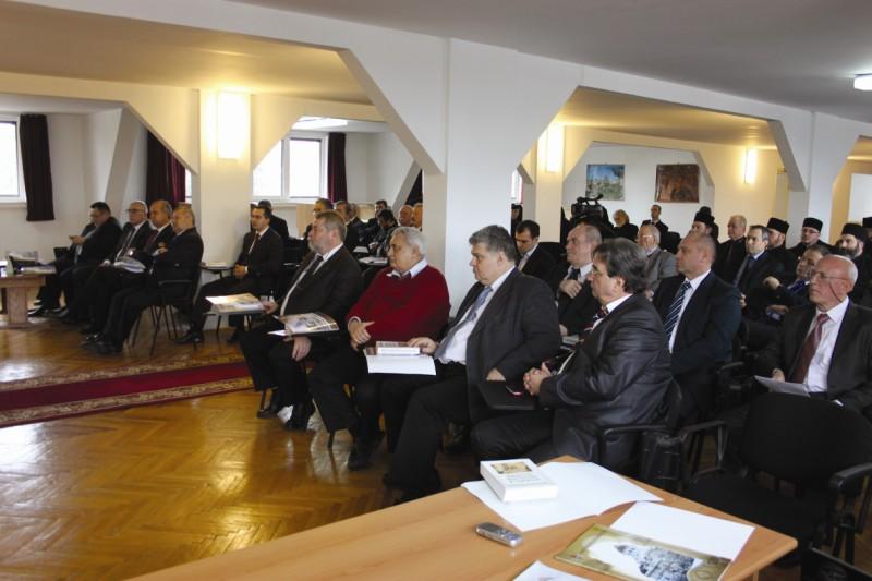 Înaltpreasfinţitul Părinte Arhiepiscop al Dunării de Jos prezidând lucrările Adunării Eparhiale