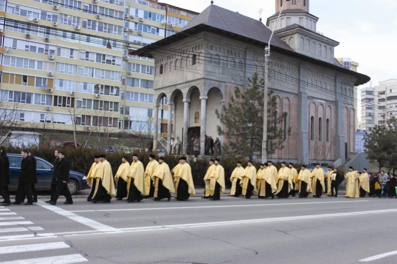"""Procesiune la hramul bisericii ,,Sf. Ioan Casian şi Gherman"""" din Galaţi"""