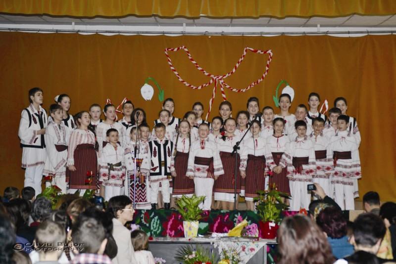 Spectacol închinat Mamei realizat de tinerii din Lieşti