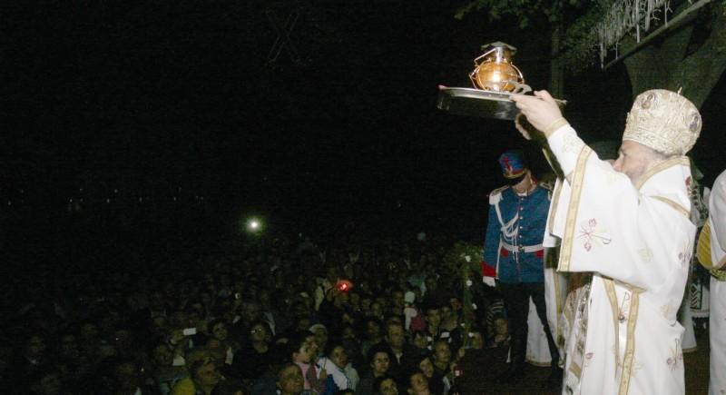 Sfânta Lumină de la Ierusalim adusă şi la Galaţi