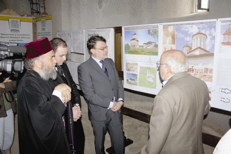 Înaltpreasfinţitul Părinte Casian, Arhiepiscopul Dunării de Jos şi dl Daniel Barbu, Ministrul Culturii la recepţia lucrărilor de restaurare a sfântului lăcaş
