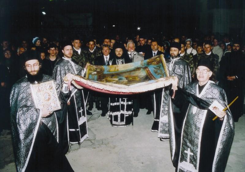 2003: Părintele Tudorel la Slujba Prohodului Domnului de la Catedrala Arhiepiscopală