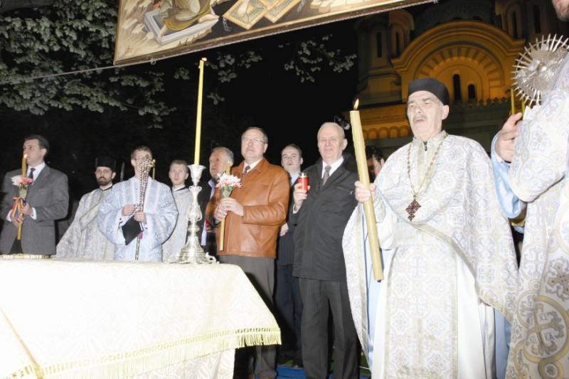 2006: Părintele Tudorel la Slujba Învierii Domnului de la Catedrala Arhiepiscopală