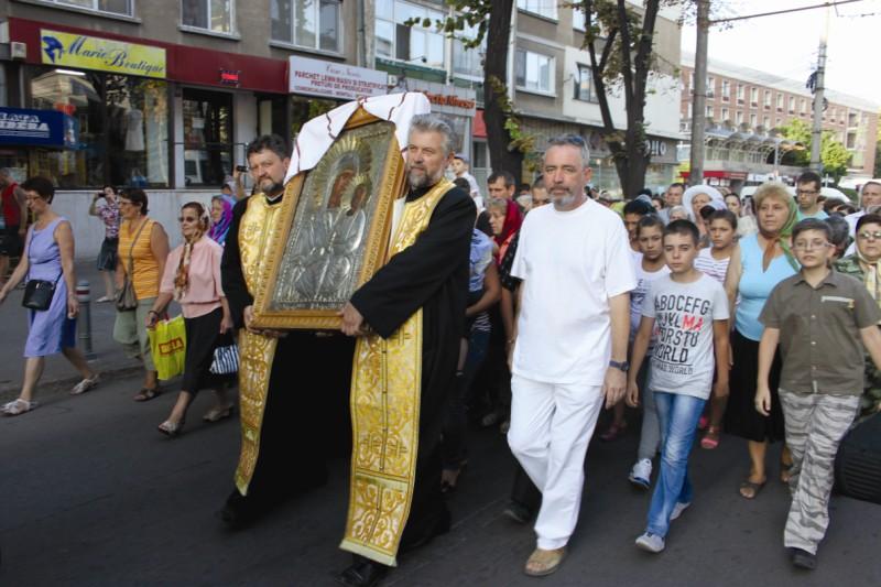 Procesiune cu icoana Maicii Domnului, în oraşul Galaţi