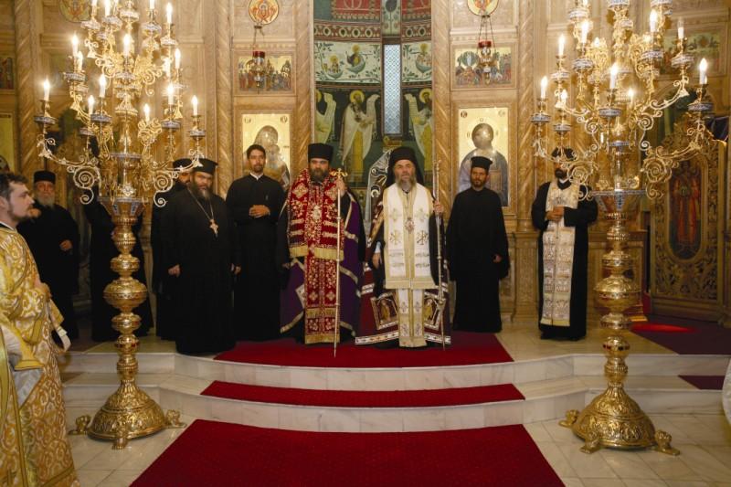 """25 august 2013: Înaltpreasfinţitul Părinte Arhiepiscop Casian întâmpinând delegaţia condusă de Înaltpreasfinţitul Părinte Mitropolit Isaia de Tamassos şi Orinis (Biserica Ortodoxă a Ciprului), la Catedrala ,,Naşterea Domnului"""" din Brăila"""
