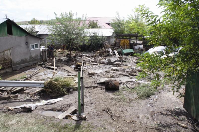 Urmările inundaţiilor în localitatea Pechea, judeţul Galaţi