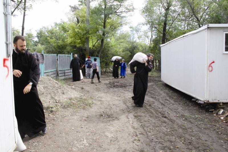19 septembrie 2013: Ajutoare materiale pentru sinistraţii din localitatea gălăţeană Costache Negri