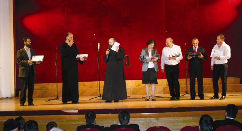 Premierea dirijorilor corurilor participante