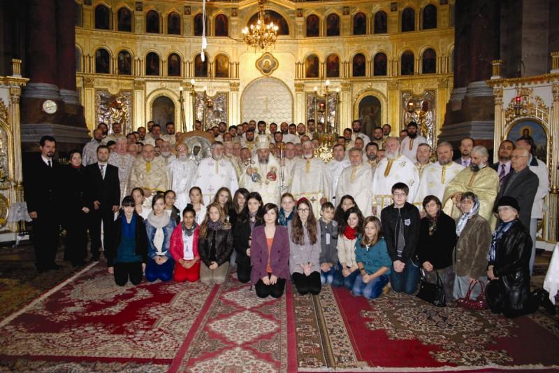 Înaltpreasfinţitul Părinte Arhiepiscop Casian în mijlocul preoţimii brăilene
