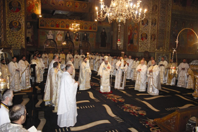 Sfânta Liturghie arhierească în Catedrala din Tecuci