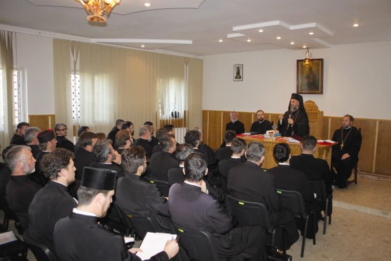 Preoţii din Protopopiatul Tg. Bujor în conferinţa semestrială